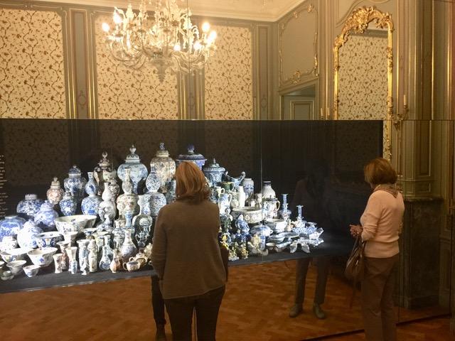 Die umfangreiche Sammlung an Delfter Keramik ist absolut faszinierend (Foto: Horst Brendel).