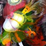 Mit starken Kontrasten angedeutete Blütenformen und feine Schraffuren prägen das Bild. (Werk und Foto: Brigitte Waldschmidt)