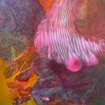 Diese Leinwand wirkt mit einem nicht eindeutig definierten Muster wie ein alter Stoff: Mal verdichten sich die Farben, dann lösen sie sich nahezu auf. Ein helles, eher kühles Pink durchbricht die warmen Farben und belebt die Farbkomposition. (Werk und Foto: Brigitte Waldschmidt)