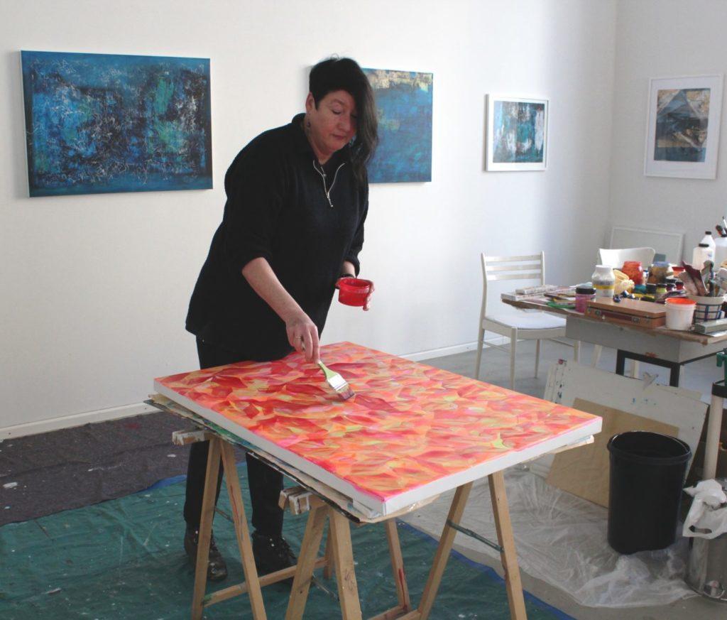 Ursula Heermann-Jensen beim Malen