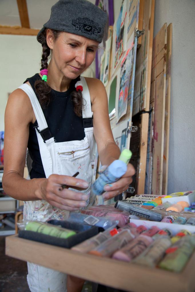 Birgit Lorenz beim konzentrierten Arbeiten