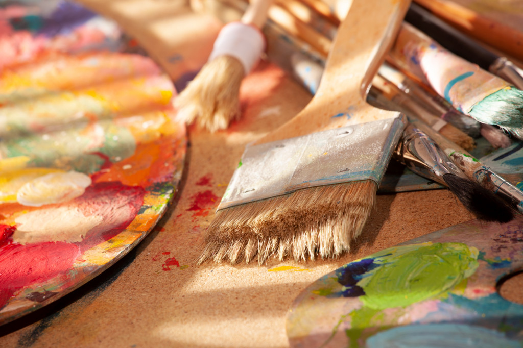 Flachpinsel mit Palette