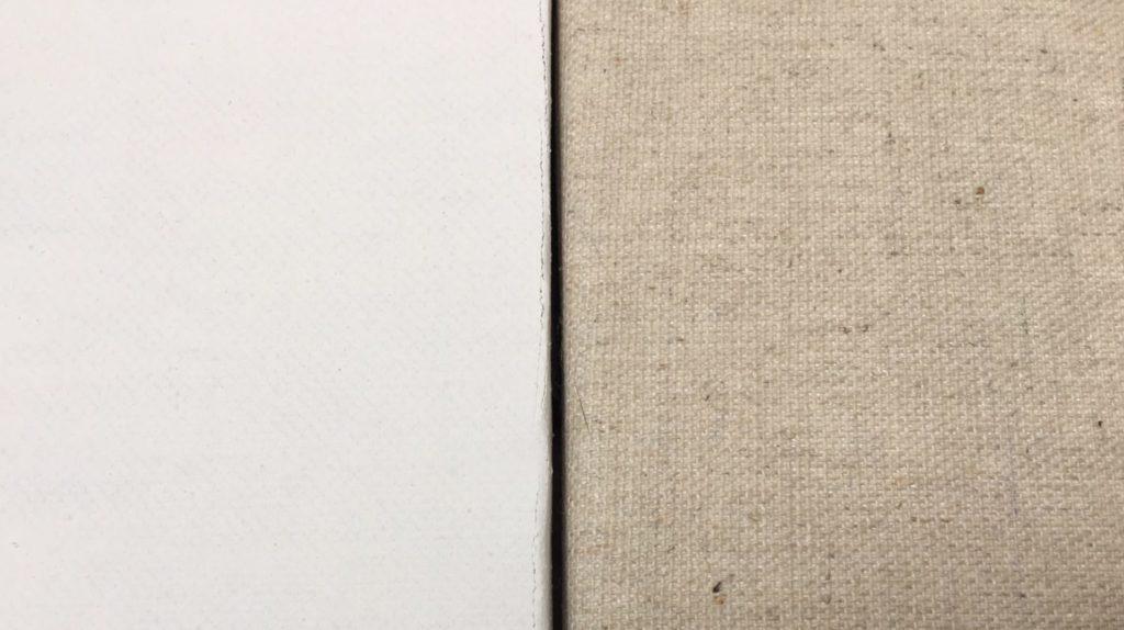Acrylfarben 3: Malgründe, links dreifach grundierte Leinwand, rechts ungrundiert