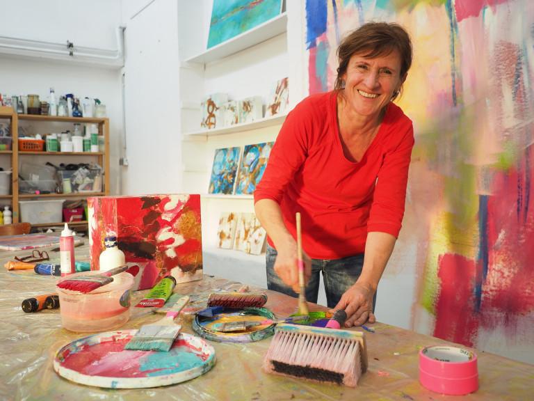 Angelika Biber in ihrem Atelier