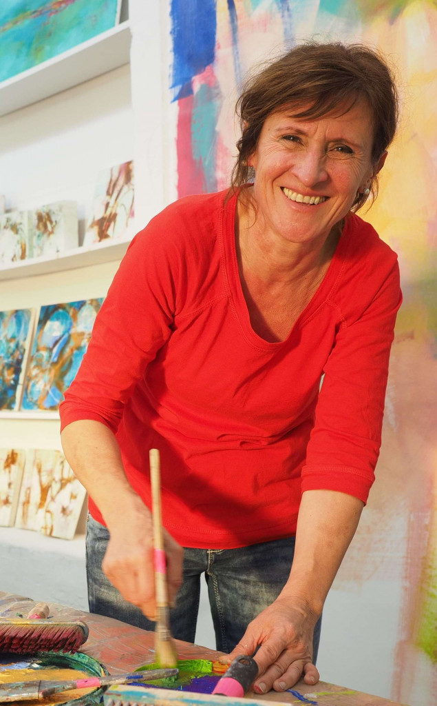 Angelika Biber beim Malen